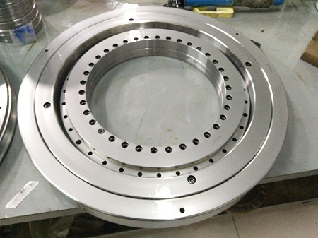 XR678052 P4 Crossed tapered roller bearing 457.2x330.2x63.5 mm