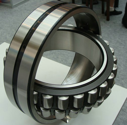 22213EAKE4C3 Spherical Roller Bearing 65x120x31mm
